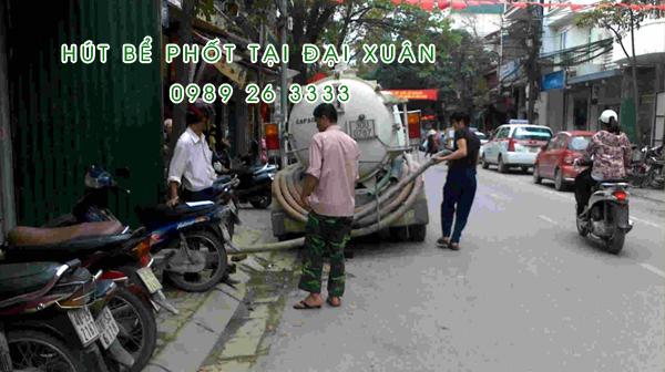 Hút bể phốt tại xã Đại Xuân
