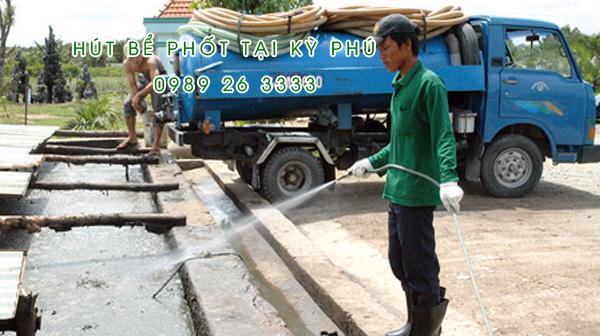 Hút bể phốt tại xã Hoàng Đông