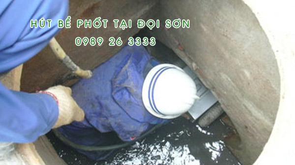 Hút bể phốt tại xã Đọi Sơn