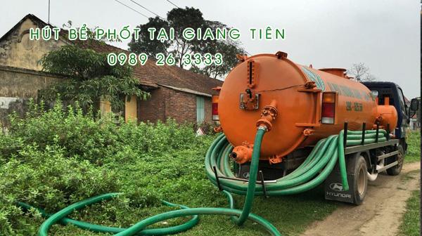 Hút bể phốt tại xã Giang Tiên